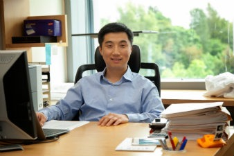 UW Bioengineering faculty Xiaohu Gao