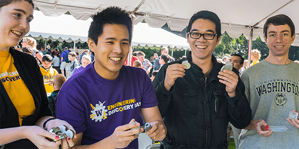 UW Bioengineering students at Engineering Discovery Days