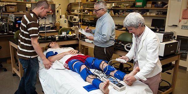 Work in a prosthetics lab