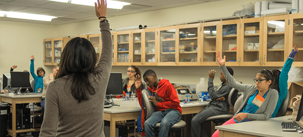 UW Bioengineering faculty Kim Woodrow leading youth outreach program