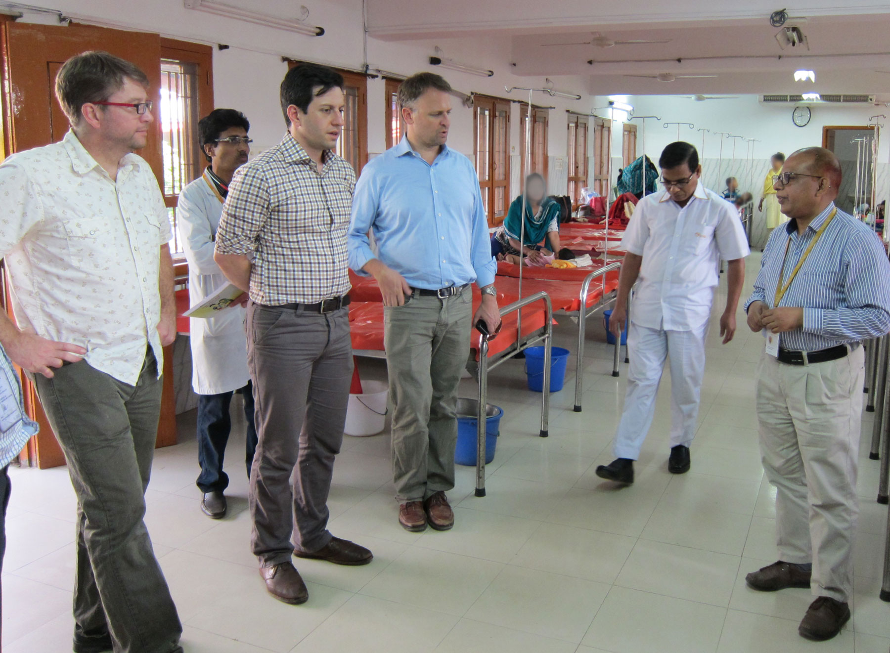 Barry Lutz and UW TB delegation in Bangladesh hospital